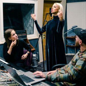 Samanta Tīna ušla u studio